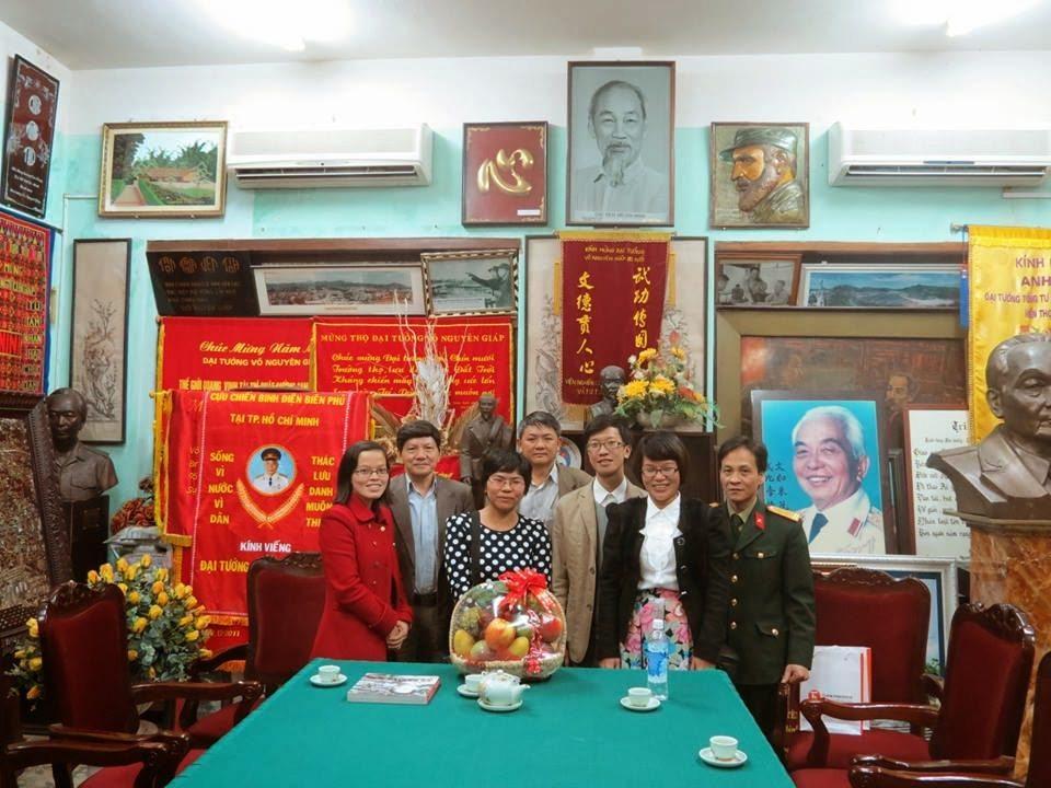 Thaihabooks đến tặng sách và thắp hương cúng 100 ngày mất Đại tướng Võ Nguyên Giáp