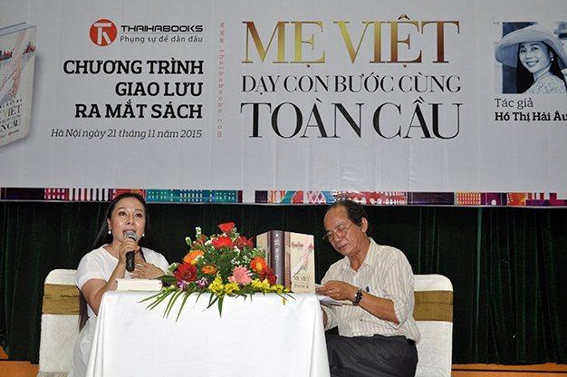"""Mẹ Việt dạy con bước cùng toàn cầu """"cháy hàng"""""""