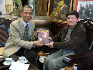 Lãnh đạo Thái Hà Books tặng sách gia đình Đại tướng Võ Nguyên Giáp