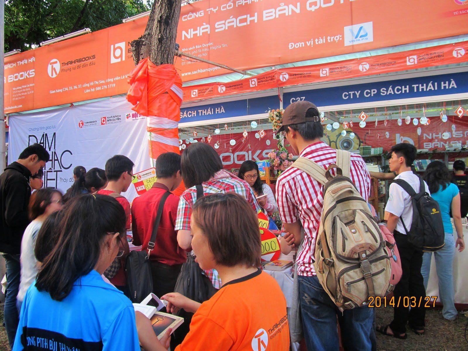 """Thái Hà Books tham gia """"Ngày hội việc làm"""" tại Đại học Ngân hàng TP.HCM"""