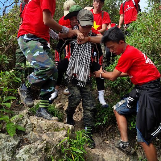 Chuyện Tâm Ngô Đồng và 115 tình nguyện viên cùng 7 người khuyết tật chinh phục Phan Xi Păng