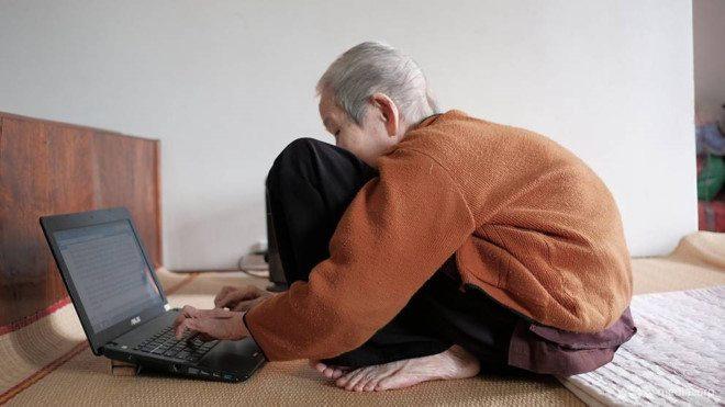 Cụ bà 97 tuổi 'sành Internet nhất Việt Nam' lên báo nước ngoài