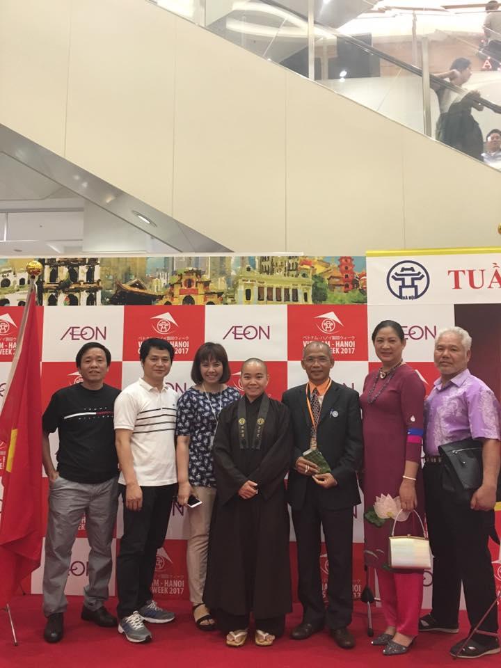 Niềm vui của 34 doanh nghiệp Việt Nam tặng quà từ thiện cho quỹ từ thiện Việt Nhật tại Tokyo