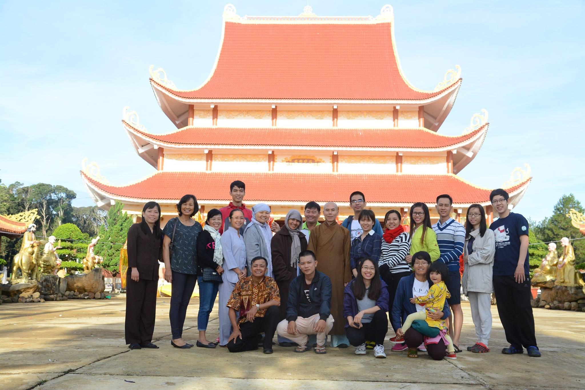 """Hình ảnh cuả ThaiHaBooks và """"Trung thu yêu thương"""" tại chùa Khánh Lâm, Măng Đen-Kon Tum"""