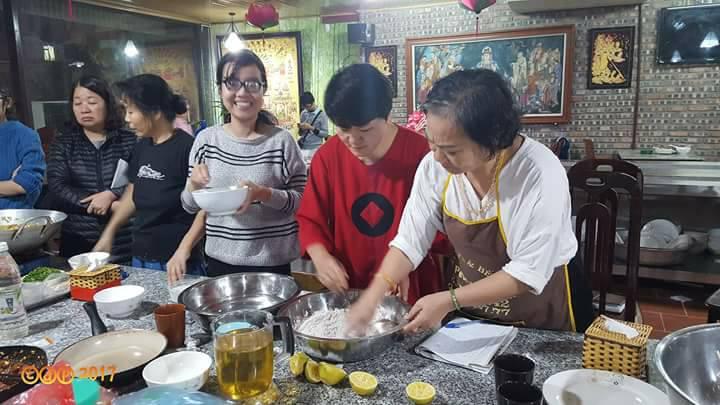 Tinh Thuc Quan chi Thanh lam banh chieu dai khach