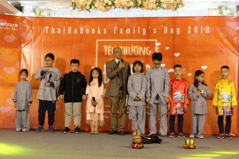 """Tiến sỹ Nguyễn Mạnh Hùng """"trả lương"""" cho các con Thái Hà Books măng non vì chép và thuộc kinh Vu lan báo hiếu"""