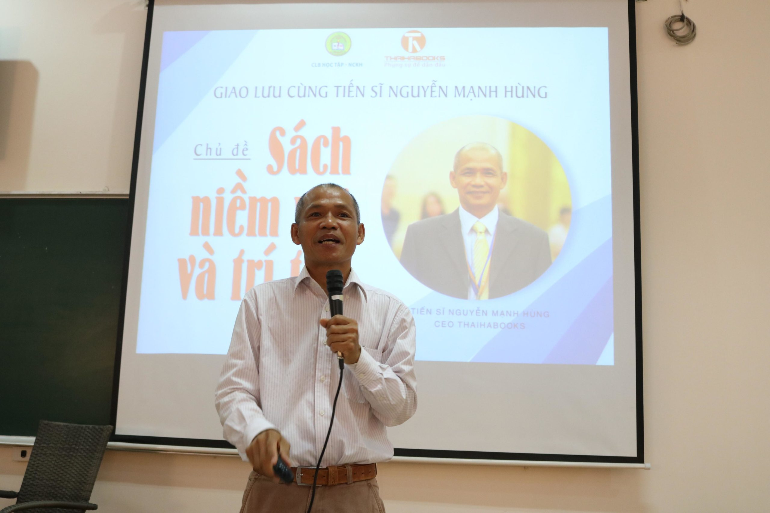 TS Nguyễn Mạnh Hùng chia sẻ về văn hóa đọc với sinh viên ĐH An ninh Nhân dân