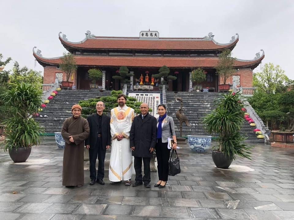 Đức cha người Nga thờ Phật Bà Quan Thế Âm đến Việt Nam học Phật