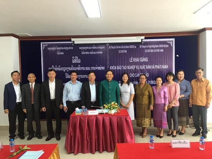 Khóa đào tạo nghiệp vụ về xuất bản và phát hành cho cán bộ Lào đã kết thúc tốt đẹp
