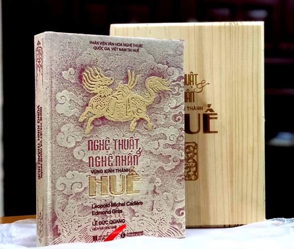 Đấu giá 2 bản sách siêu đặc biệt về nghệ thuật Huế, thu được 54 triệu đồng