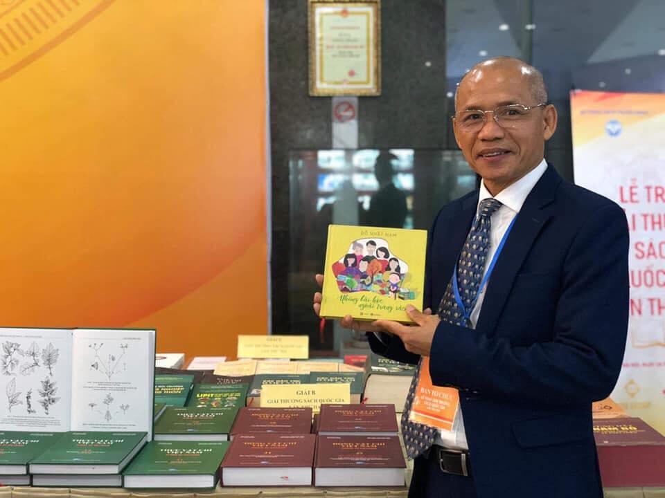 """Thái Hà Books vinh hạnh nhận giải B cuốn sách """"Những bài học ngoài trang sách"""" tại Lễ trao giải thưởng Sách Quốc gia lần thứ 2"""