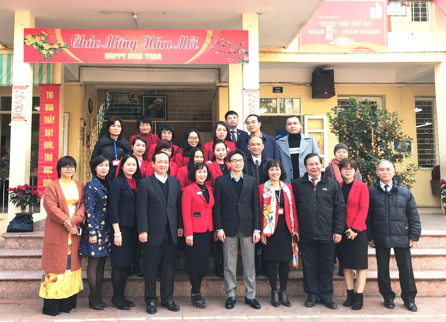 Thái Hà Books đồng hành với Phó Thủ tướng Vũ Đức Đam, VP Chính phủ và các lãnh đạo LÌ XÌ SÁCH đầu năm