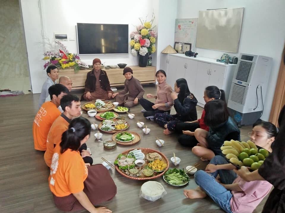 Tiệc chay tất niên sớm theo kiểu con nhà Phật