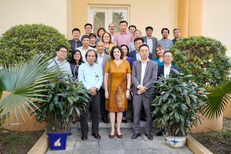 """Đại sứ đặc mệnh toàn quyền Cuba """"chiêu đãi"""" và chúc mừng sự thành công của các đơn vị xuất bản Việt Nam – khách mời danh dự Hội sách La Habana lần thứ 29"""