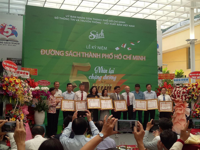 Thái Hà Books vinh dự nhận bằng khen của Chủ tịch UBND TP Hồ Chí Minh nhân kỷ niệm 5 năm thành lập Đường Sách
