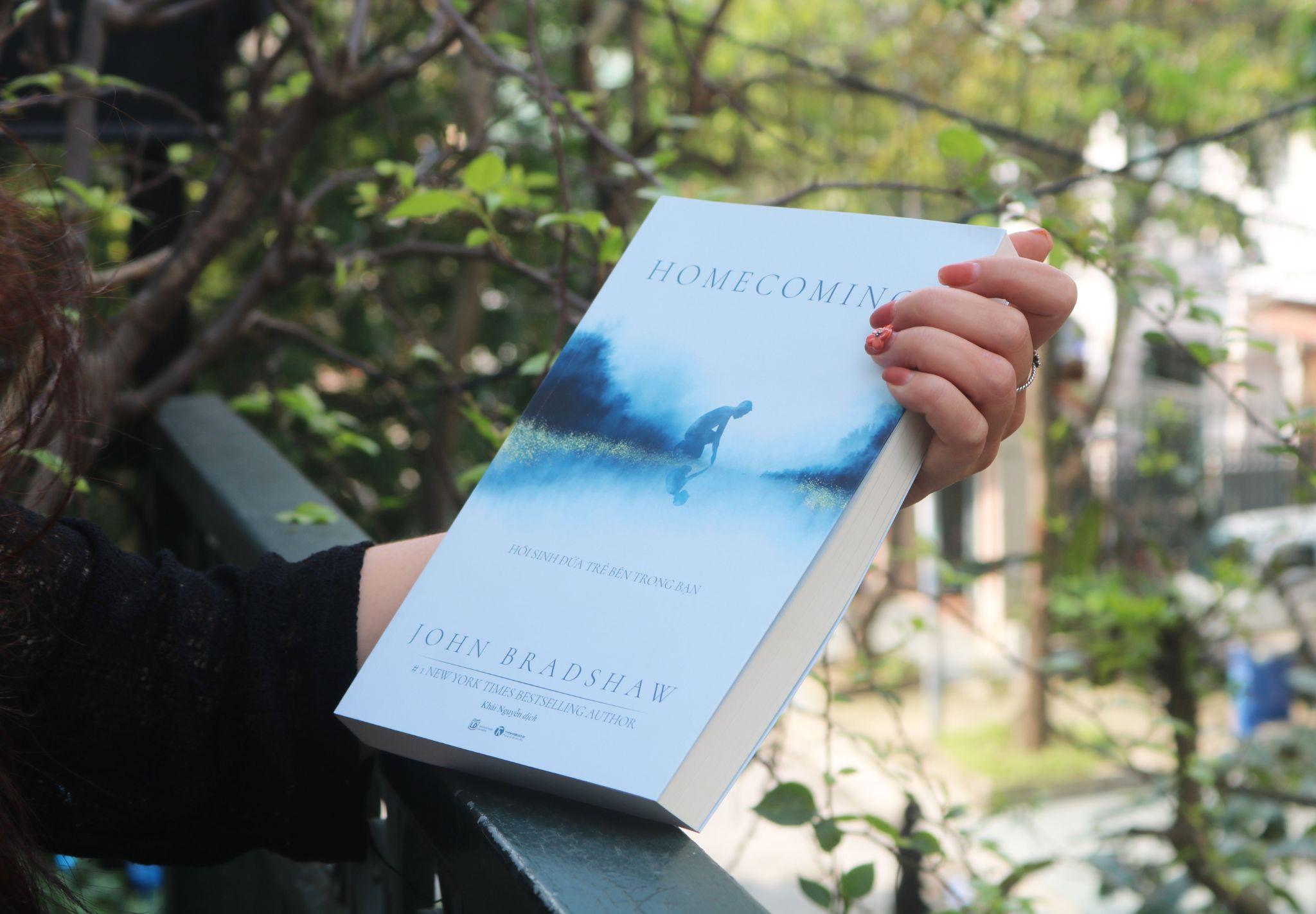 """Vì sao nên đọc cuốn sách """"Homecoming – Hồi sinh đứa trẻ bên trong bạn""""?"""